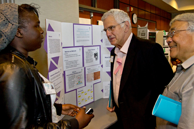 Bruce Alberts and Vice Chancellor Keith Yamamoto review a student's work.