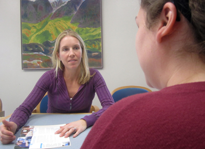 Judith Prochaska speaks with one of her patients