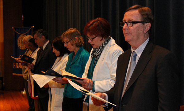 "Medical Alumni Association join the students in reading the ""Oath of Lasagna,"""