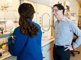 Dr. Kevan Shokat works with rotation student Chimno Nnadi in his lab at Genentech Hall.