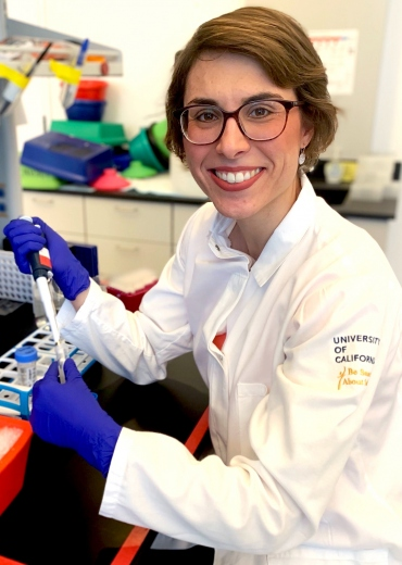 Anne-Katrin Pröbstel in the lab.
