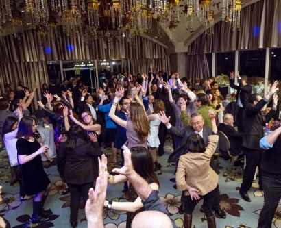 revelers dancing at the 2016 UCSF Alumni Weekend