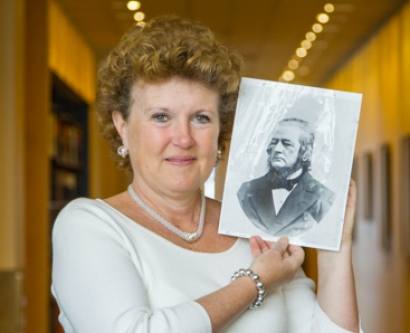 Suzanne Carlisle Vick holds a photo of Hugh Toland
