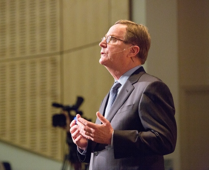 Sam Hawgood delivers his 2017 State of the University address in Cole Hall