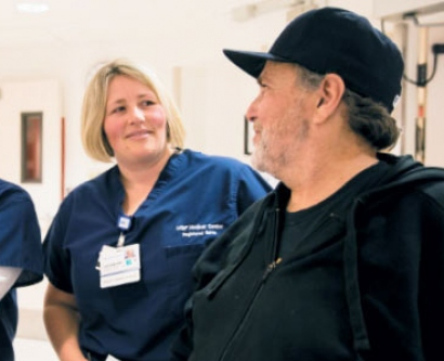 Former patient Jim Banta speaks with two nurses in UCSF Medical Center