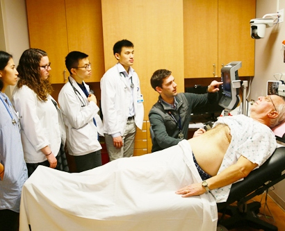 Radiology fellow William Kerridge leads first-year medical students Angela Mendoza, Marci Rosenberg, Nathan Kim, David Su in a CMC ultrasound session with a standardized patient.
