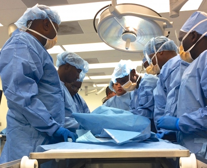 International attendees in the Orthopaedic Trauma Institute surgical simulation lab learned about limb-salvaging reconstructive procedures.