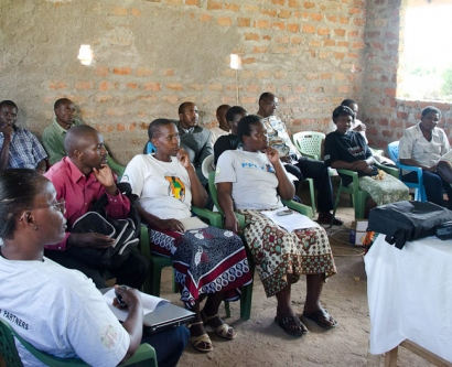 Community meeting to support HIV/AIDS health services in Kenya