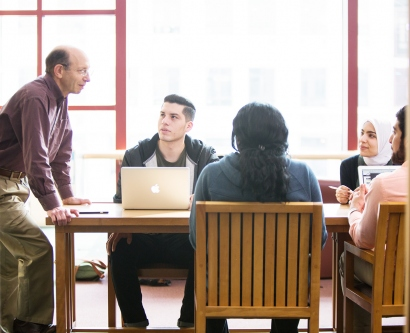 Daniel Lowenstein talks with students Jose Lopez, Ogonna Nnamani, Leena Suleiman, and Anas Tresh in UCSF's library