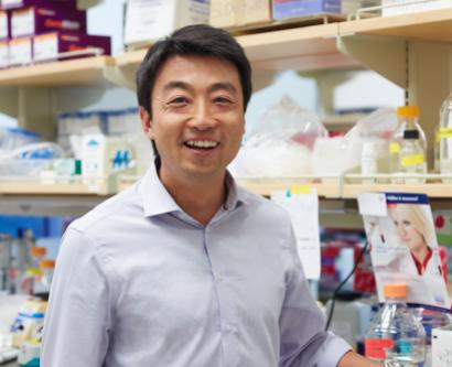 Shingo Kajimura in his lab