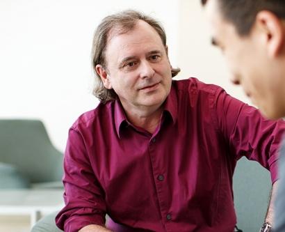 Alan Ashworth talks with a colleague
