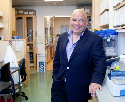 Esteban Burchard in his lab