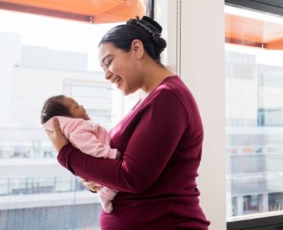 Nichelle Obar holds her baby Elianna