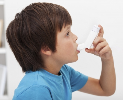 boy using an inhaler