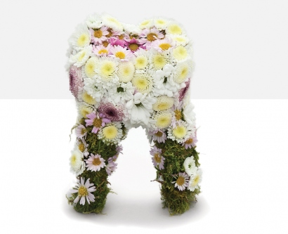 Tooth made of flowers