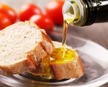 olive oil pouring onto slices of bread