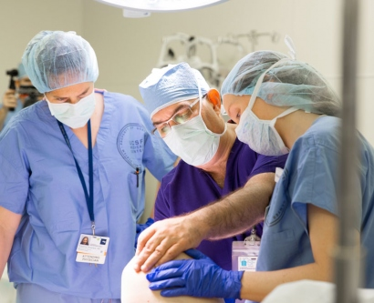 UCSF doctors and nurses in an orthopaedic surgery