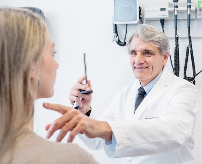 Stephen Hauser examines one of his MS patients
