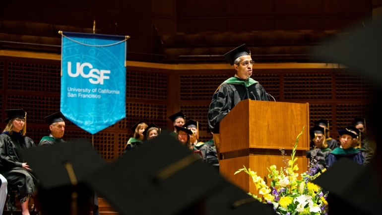 Vivek Murthy speaks on the stage of the UCSF School of Medicine Commencement ceremony