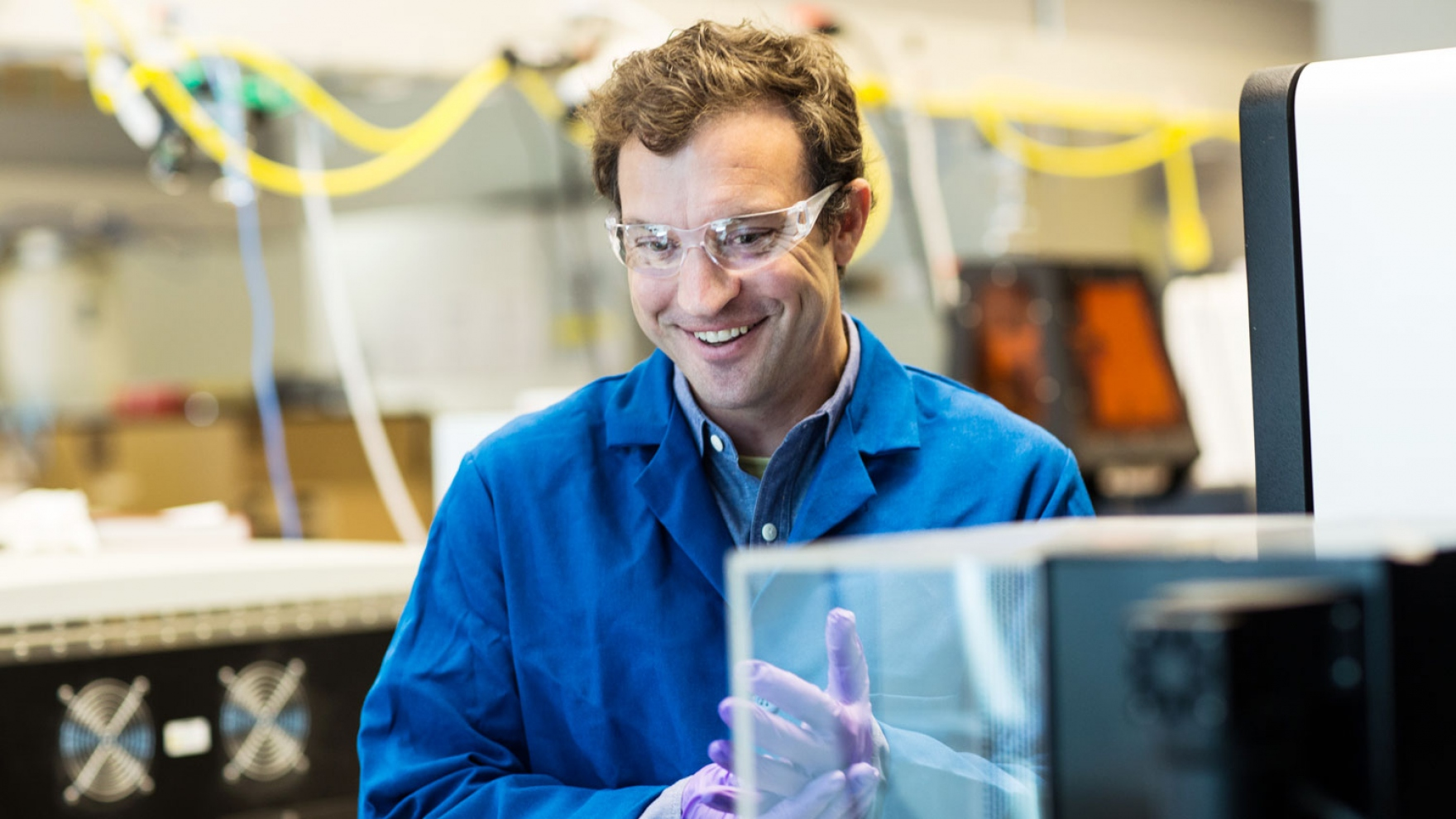 Zev Gartner smiles in his lab