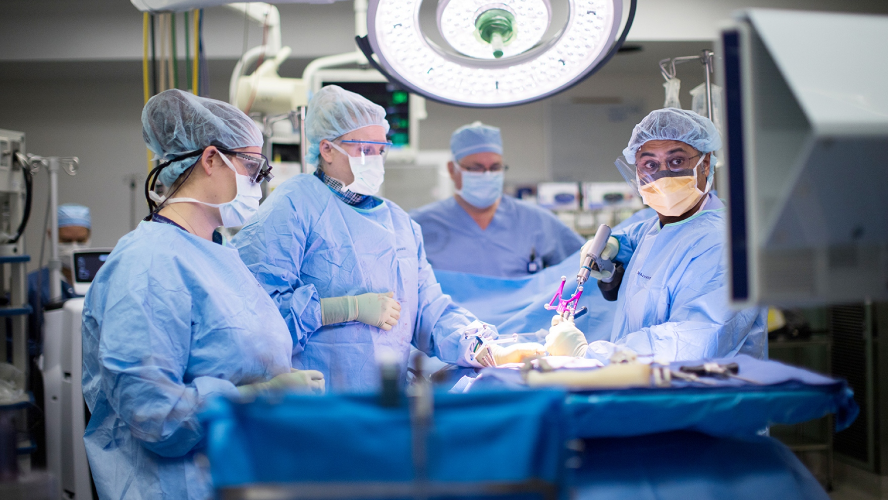 Praveen Mummaneni performs an awake spine surgery with Leslie Robinson, Catherine Miller, and Jeremy Lieberman.