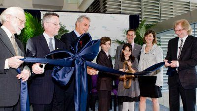 UCSF leaders do a ribbon cutting