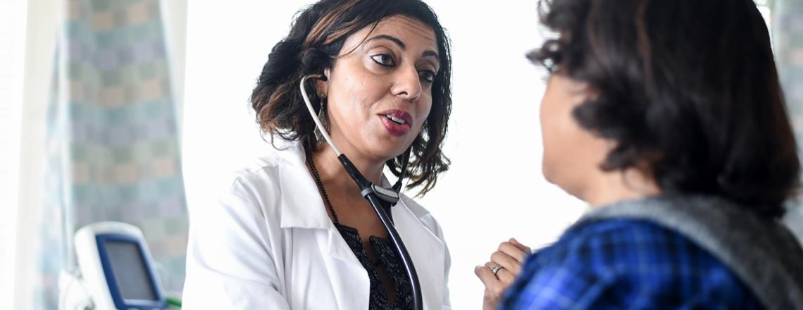 Monica Gandhi talks to a patient in Ward 86